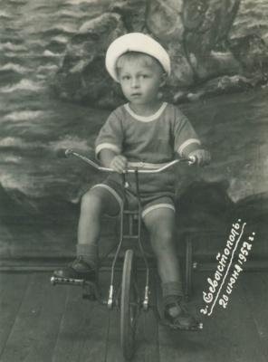 Прикрепленное изображение: миша на велосипеде.JPG