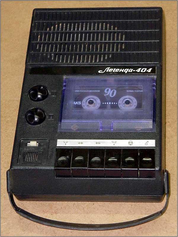 Выпуск 1981 г. ''Легенда-404'' - портативный кассетный магнитофон IV класса с универсальным питанием.