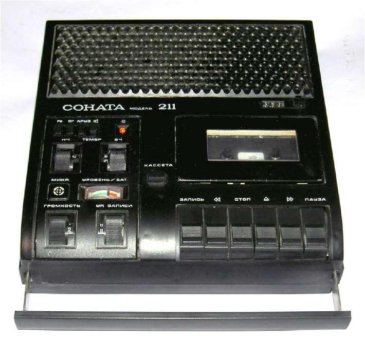 Это был 89 год.  Уже в начале 90-х появились китайские плееры и магнитофоны.  Изначально грузил с такого.