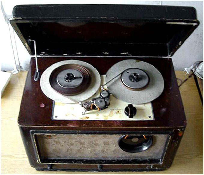 """Катушечный ламповый магнитофон  """"Днепр-3 """", 1952 год Магнитофон предназначен для однодорожечной записи."""