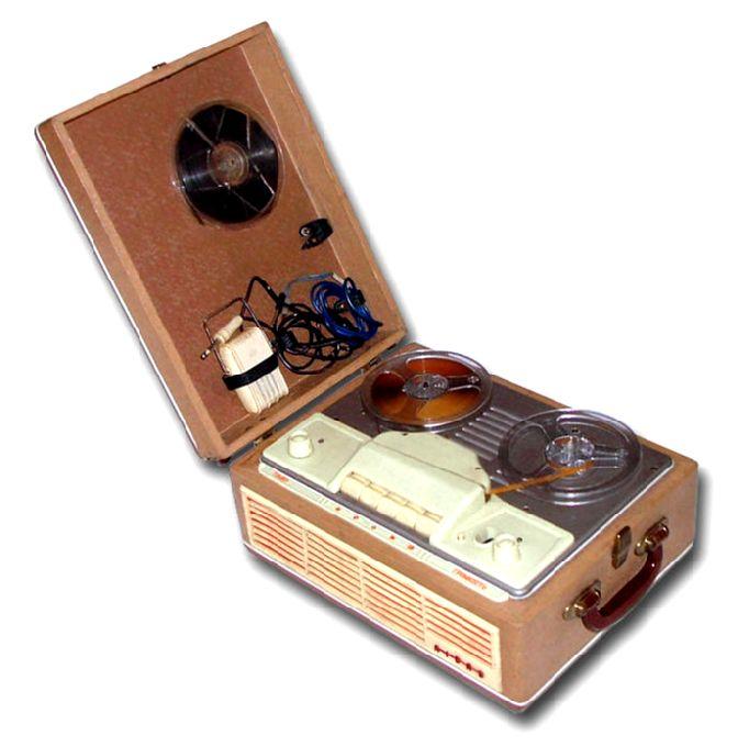 Первый советский бытовой магнитофон, был выпущен в далеком 1947 году, назывался он.