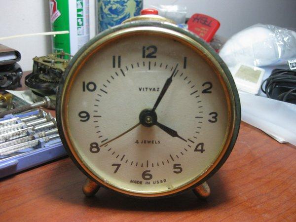 Советские настольные механические часы и будильники