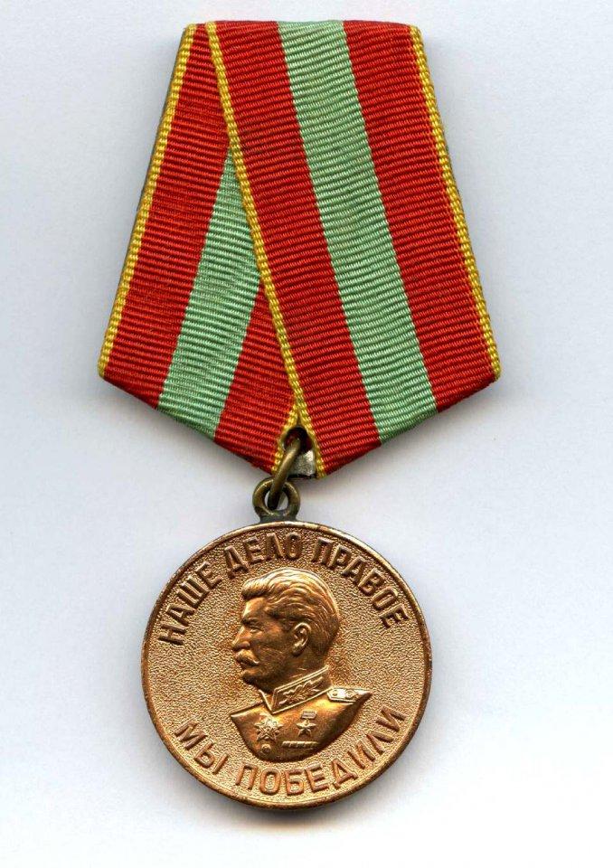 Советские значки и медали