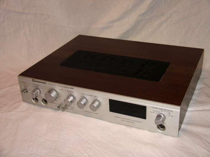 Ниже прилепил родные фото.  Радиотехника сверху есличе. http://www.radiopagajiba.lv/RRR/blocks/rtu101.htm.