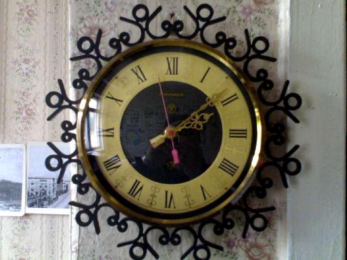 """Настенные часы марки """"Янтарь""""."""