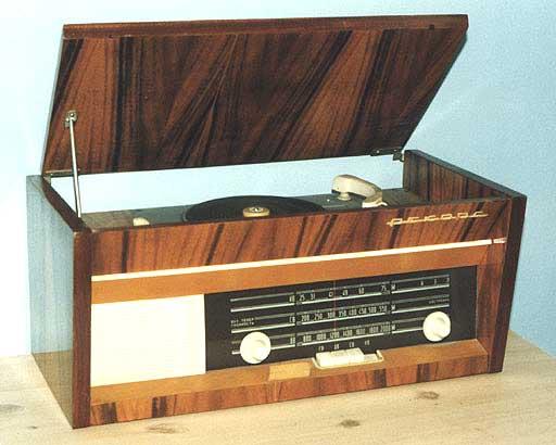 """Радиола """"Рекорд-61М2&quot"""